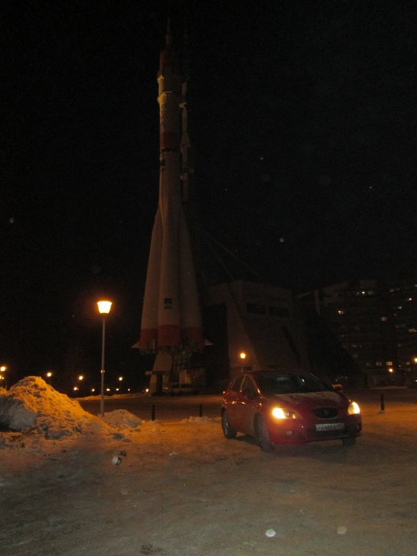 Приехали к местному музею космоса с ракетоносителем Союз в натуральную величину