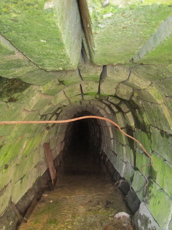 действующая средневековая канализация