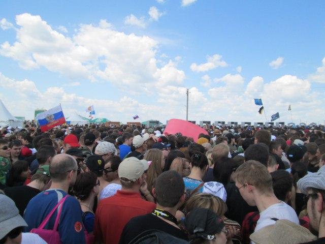 Толпа на входе на Рок над Волгой