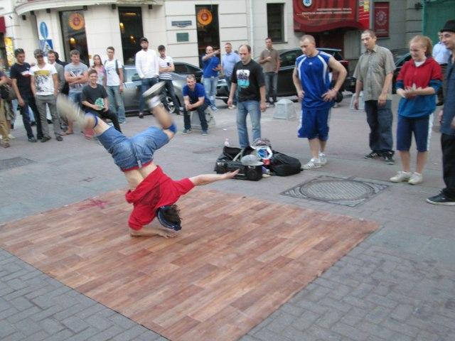 Уличные танцоры на Арбате
