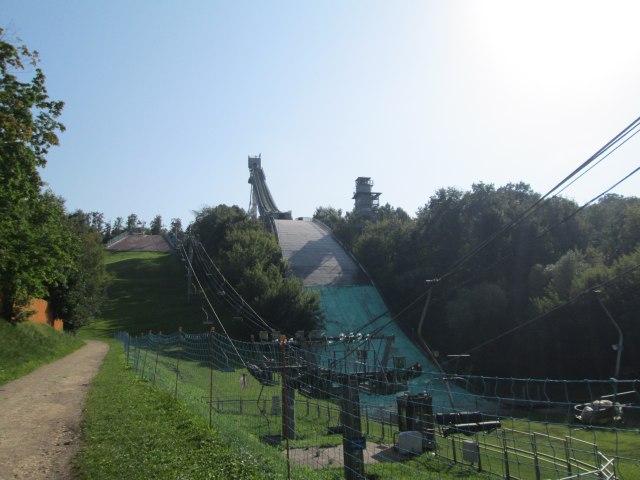 Со времен олимпиады есть лыжный трамплин