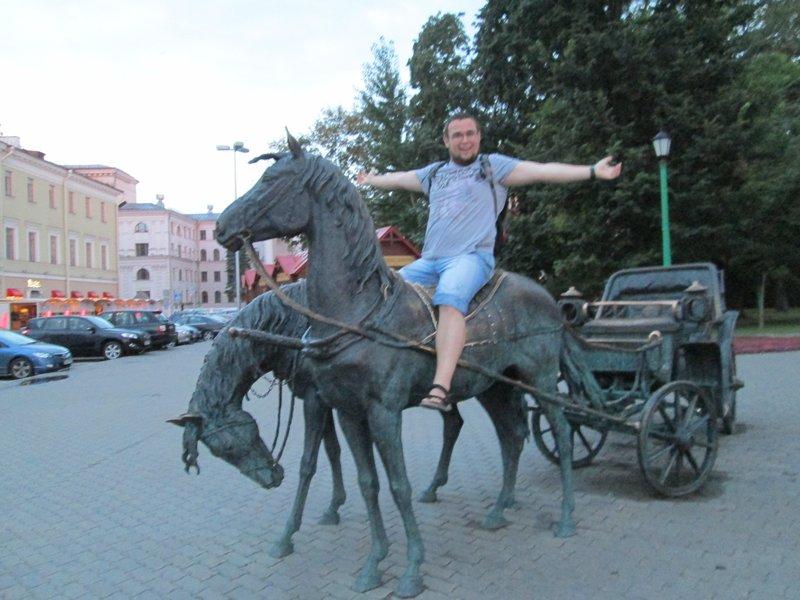 В городе много статуй и скульптур