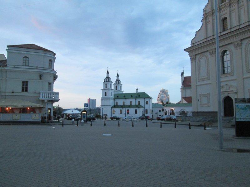 Центр города, вечер буднего дня