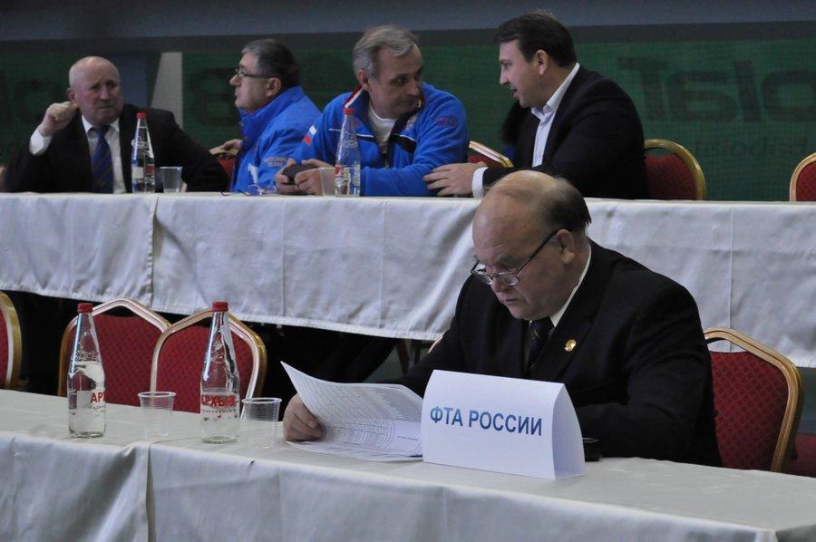 присутствуют представители Федерации Тяжелой Атлетики Росии