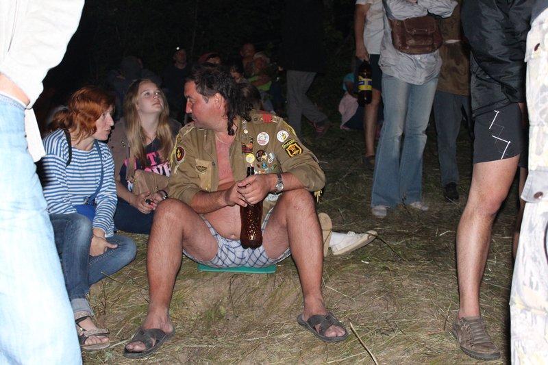 Без стула ты нет никто, быдло, вынужденное сидеть задом на пенке и слушать концерты без комфорта