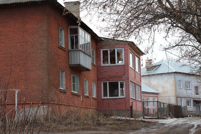 люди взяли, и просто пристроили себе балкон