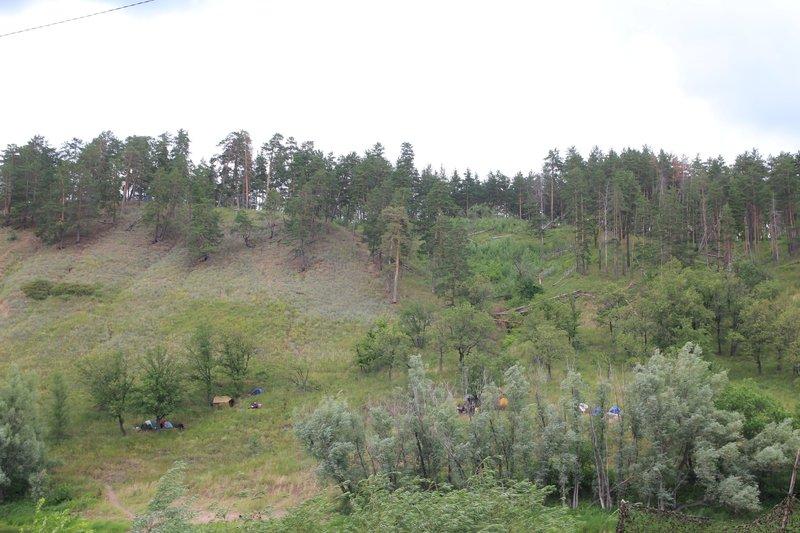 Кто-то в этом году ставил лагеря на горе, на склоне и без удобств
