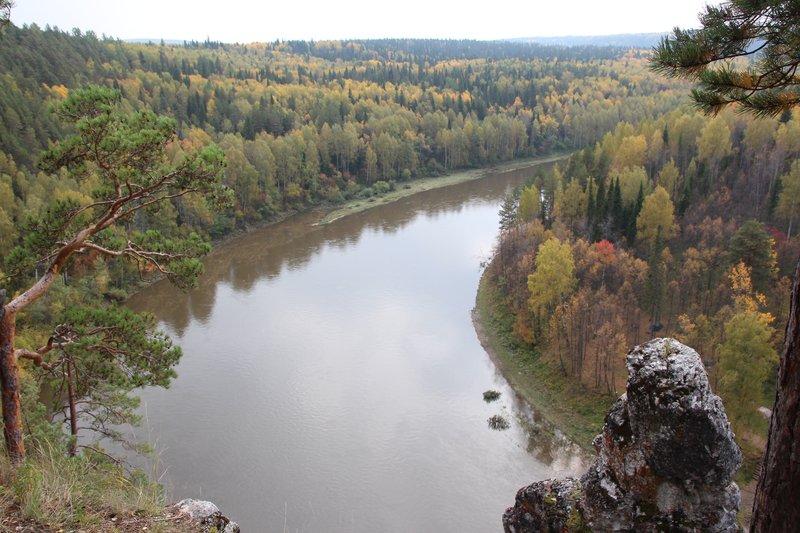 Недалеко от деревни Харенки есть смотровая площадка с великолепным видом на реку Чусовая