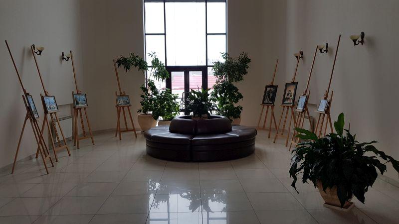 Локация с картинами