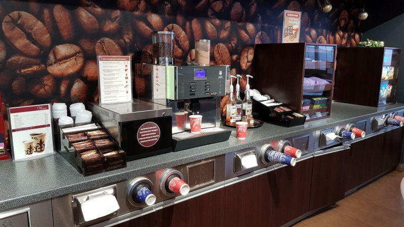 Кофейня самообслуживания (платишь в кассе и сам делаешь себе напиток) с отличным кофе