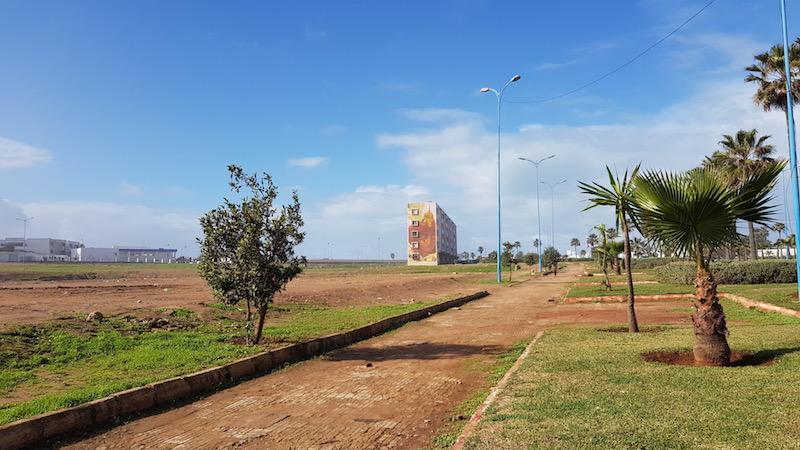 Пешеходная дорожка недалеко от океана
