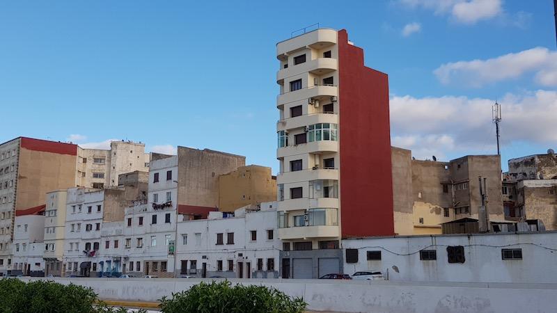 Восьмиэтажечка рядом с мечетью.