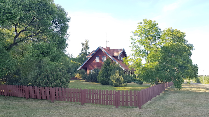 Типичный частный дом в центральной части поселка