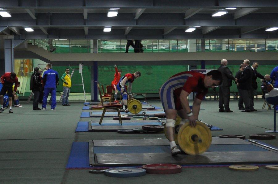 спортсмены начинают разминку