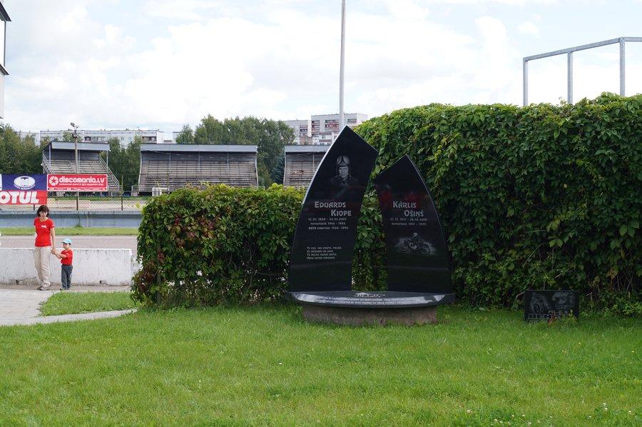 Мемориал мотогонщику