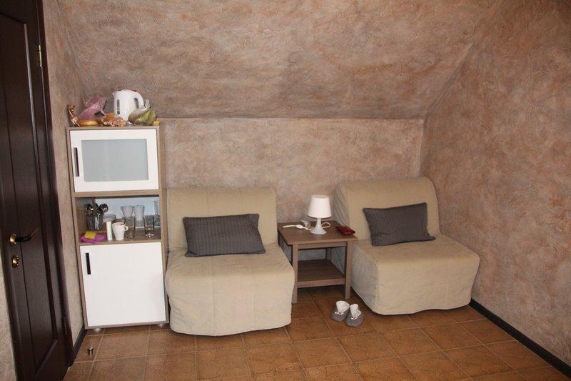 Мягкий уголок, кухня и дополнительные спальные места по-совместительству