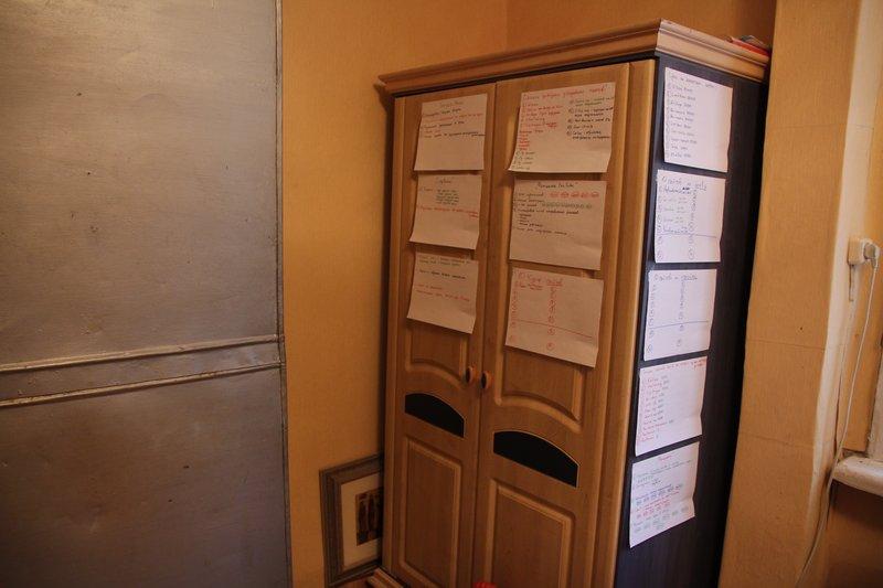 У нас есть шкаф с планами