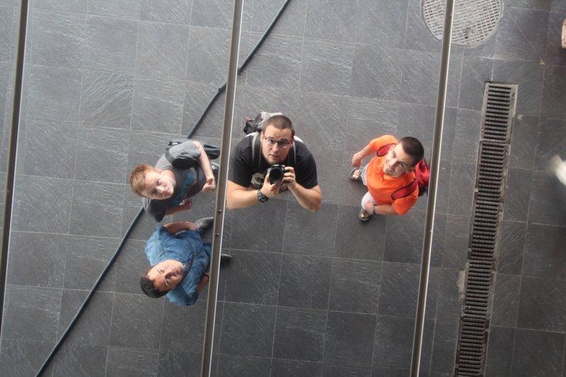Селфи в потолке торгового центра