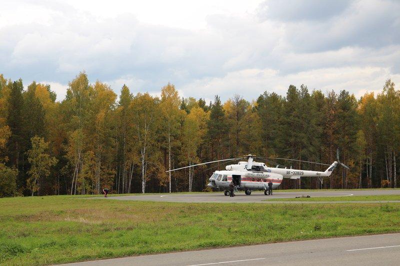 Парковка для серьезных гостей выставки, прибывающих на вертолетах