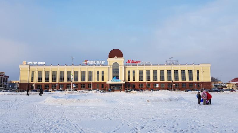 Неожиданно, огромный торговый центр