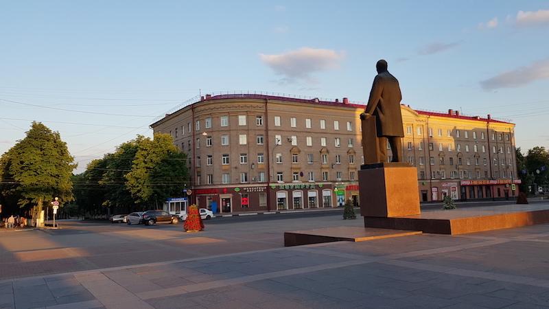 Ленин смотрит вдаль