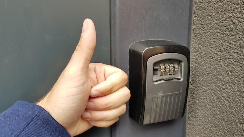 Еще одна крутая придумка, с которой я столкнулся впервые - сейф для ключей