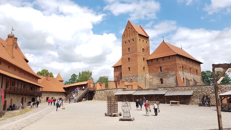 В замке - площадь