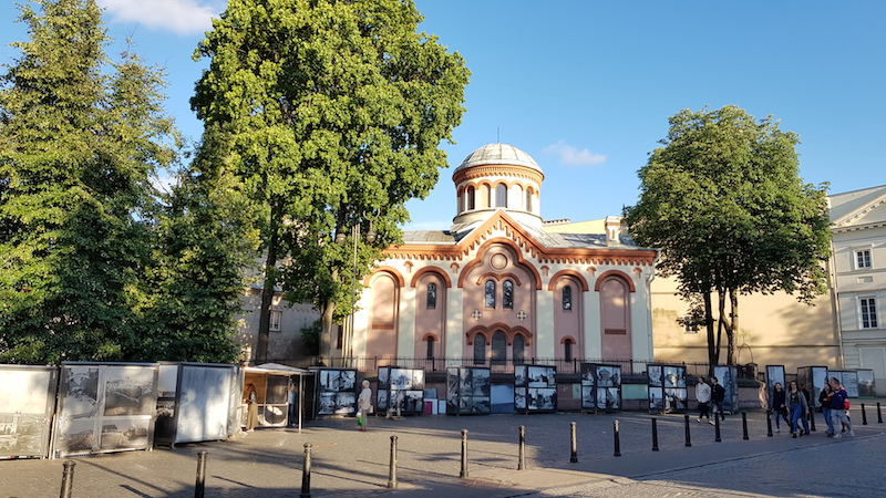 Одна из церквей на старинных улочках